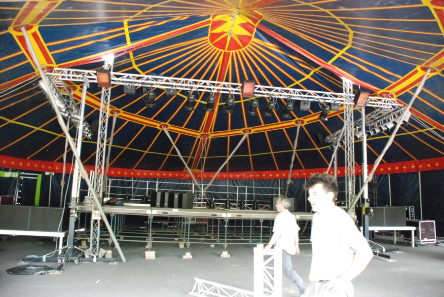 chapiteau bleu type cirque 300 1500 personnes selon la config. Black Bedroom Furniture Sets. Home Design Ideas