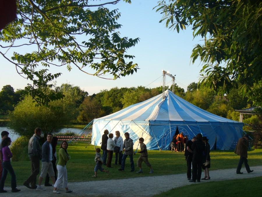 La Stroga, location de chapiteau, reception, cirque, évènements, mariage, traiteur, bretagne, ile et vilaine, cotes d'armor, podium, tente, sonorisation, cuisine du marché,